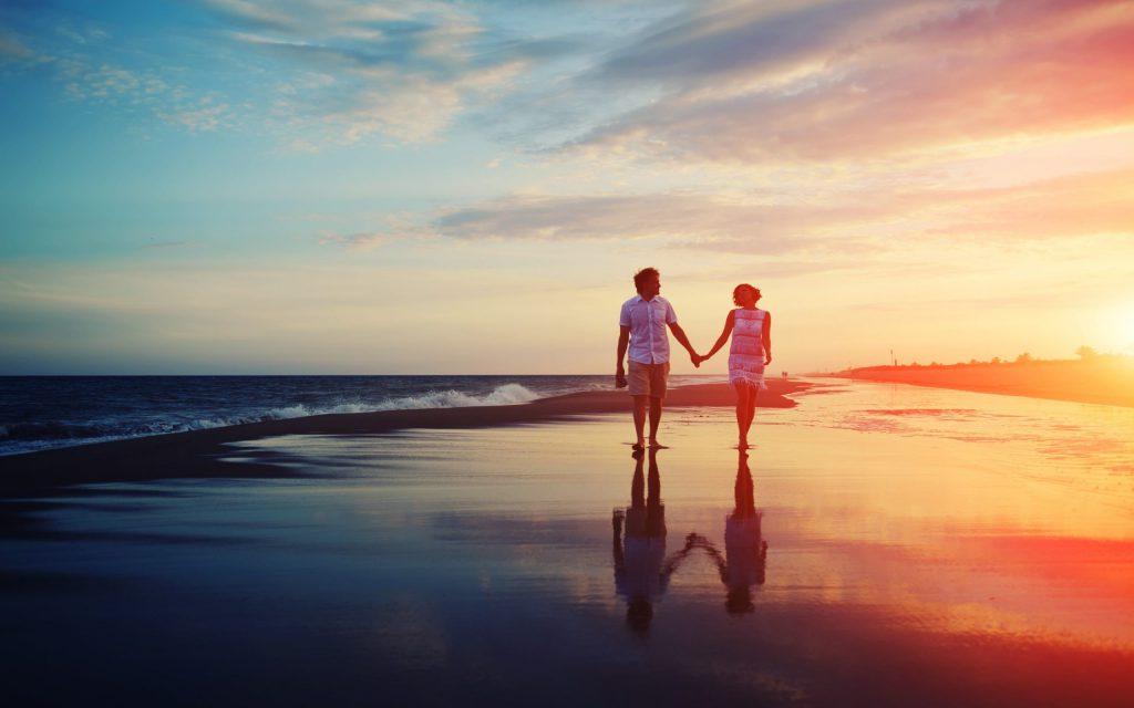 couple-on-beach-love-wallpaper